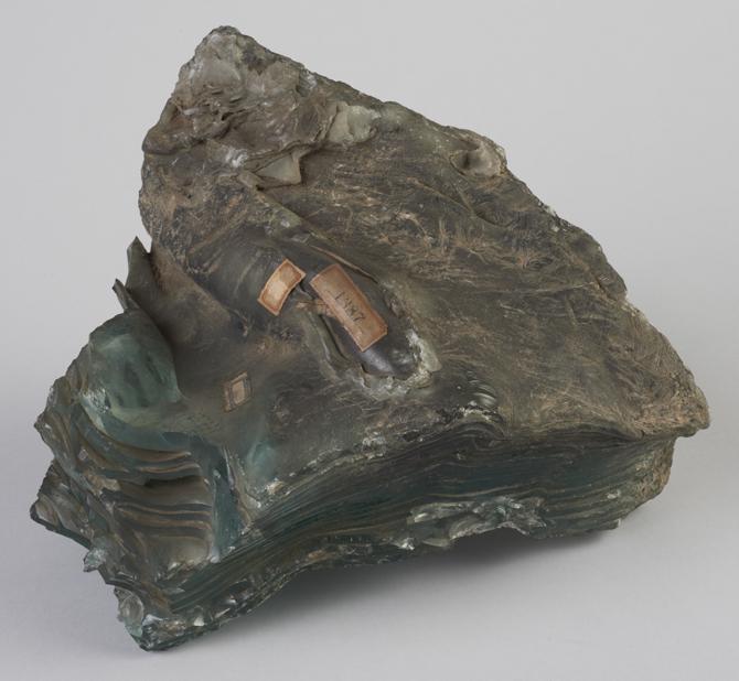 硝子の熔塊