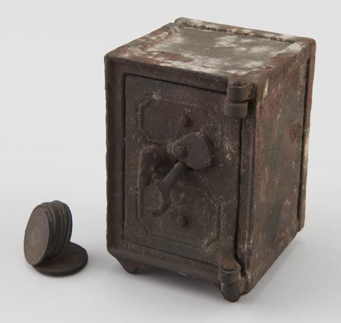 金庫型貯金箱